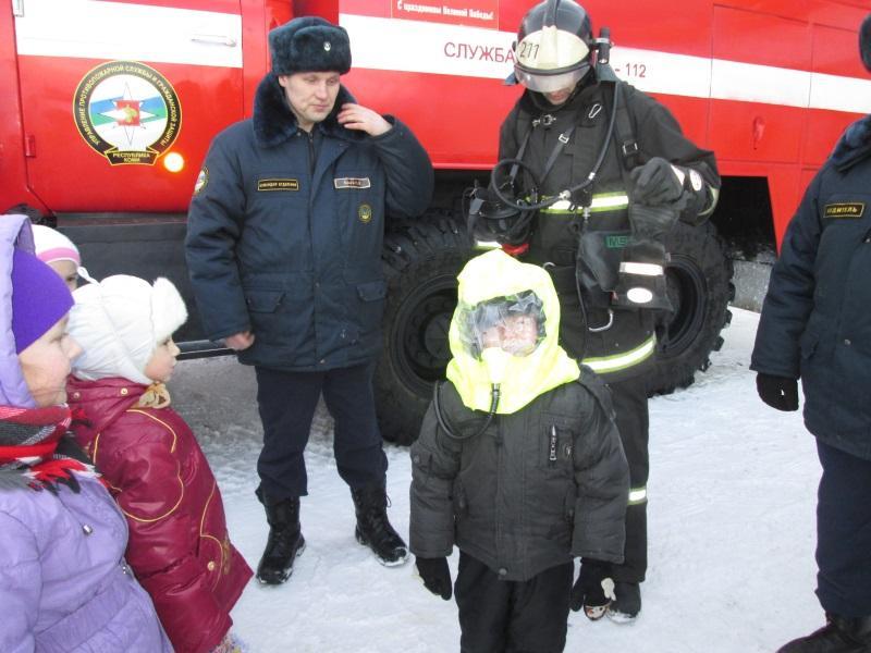 Дети с пожарными в Щельяюре