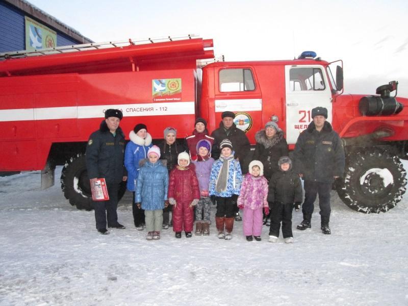 Пожарные с детьми Щельяюр