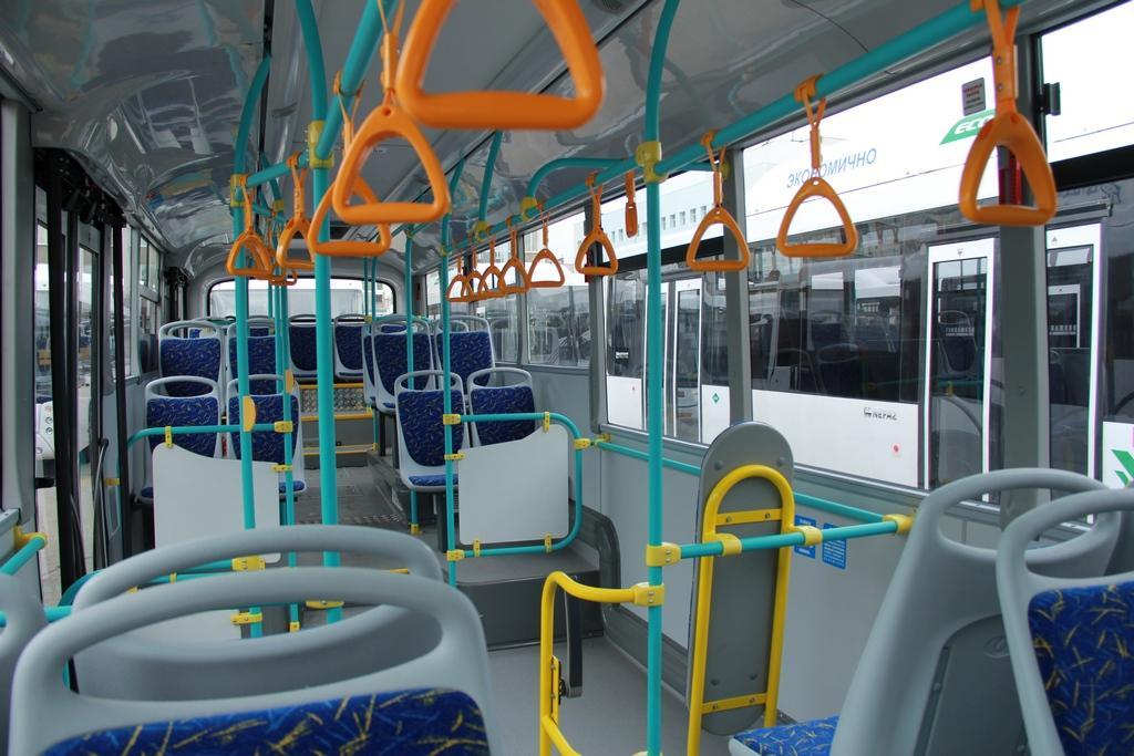 Интерьер автобуса на газомоторном топливе