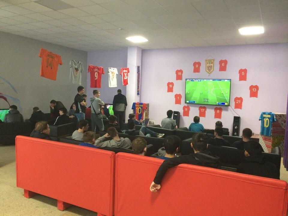 Киберспорт: турнир по FIFA18 в Усинске