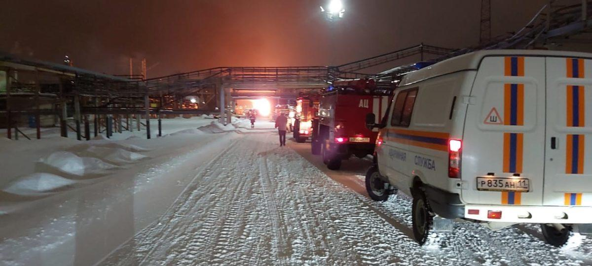 Пожар на НПЗ в Ухте - на месте пожара сосредоточена группировка сил и средств