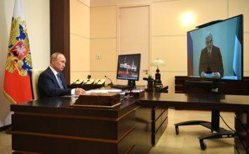 Рабочая встреча с врио главы Республики Коми Владимиром Уйбой. Фото kremlin.ru