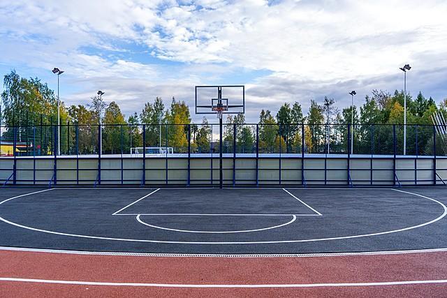 Площадка на стадионе в Верхней Максаковке