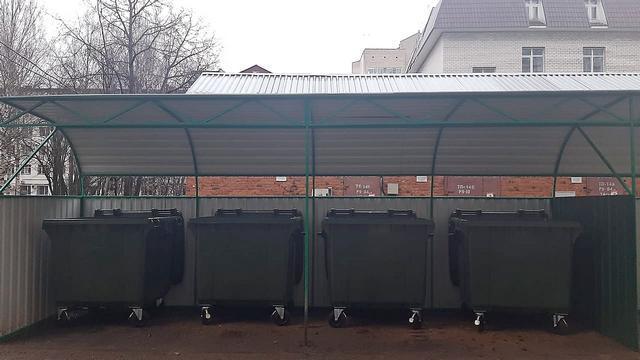 В Сыктывкаре продолжается установка новых евроконтейнеров для сбора отходов